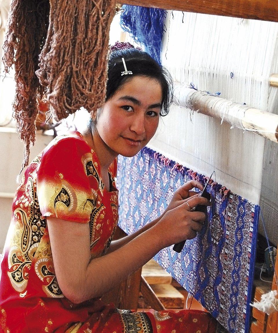 orient-silk-road-express-ashgabat-almaty-fabbrica-seta